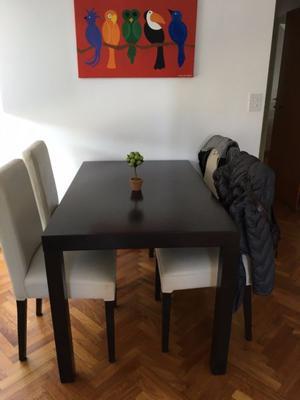 Comedor Mesa y 4 sillas, color marron oscuro, un mes de uso