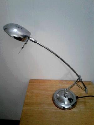 Lampara mesa de luz, escritorio, de metal, con doble brazo
