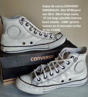 zapatillas converse blancas, jaguars azules y zapas negras