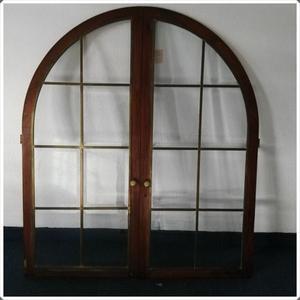 Dos puertas decorativas en roble con vidrio biselado y