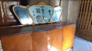 Antiguo bahiut estilo francés con espejo biselado impecable