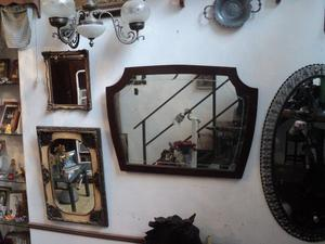 Antiguo espejo marco de madera y cristal grabado. Antigua