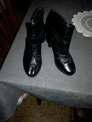 Vendo botas de cuero semi nuevas en muy buen estado
