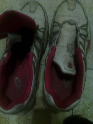 Vendo zapatillas Nike de mujer numero )