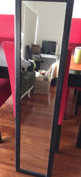 Espejo con marco de madera 1.25x30cm