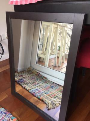 Espejo con marco de madera wengue, 55x70cm. Listo para