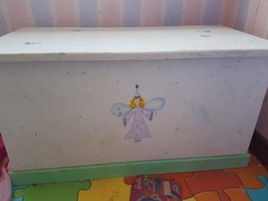 Mesa con dos sillas para nena