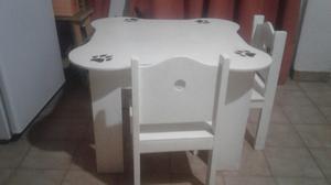 mesa y 2 sillas de madera hermosa