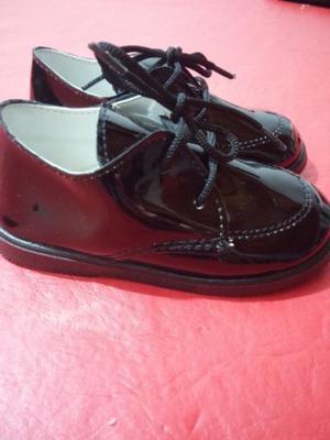 Vendo zapatos de charol negro talle 22