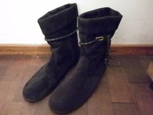 Botas de gamuza negra. Número 37. Con detalle de cordón
