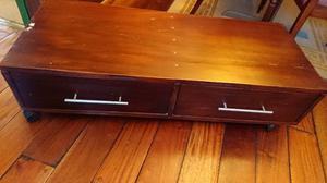 Mueble bajo de equipo de audio o LCD muy buena madera con