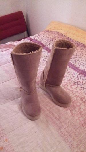 Vendo botas de gamuza numero 37 color beige nuevas