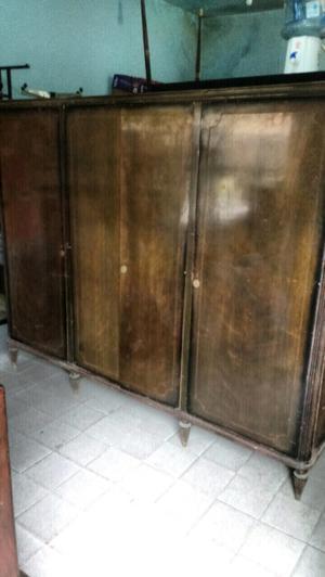 Antiguo ropero de cedro estilo inglés