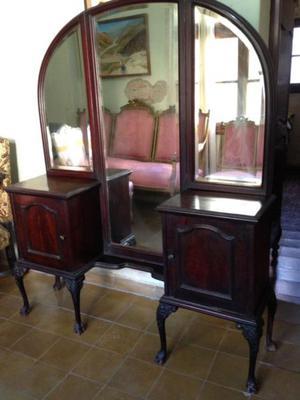 Antiguo vestidor recibidor estilo inglés de madera caoba