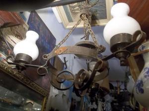 antigua araña de hierro forjado tres luces con candelabro
