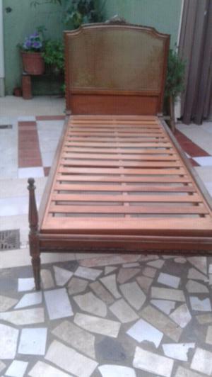 dos camas de una plaza de madera mazisa antiguas