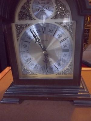 antiguo reloj de mesa estilo ingles rhythm tempus fugil