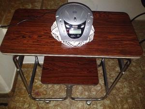 Mesa TV vintage con ruedas