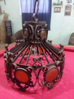 Lámpara de hierro antigua