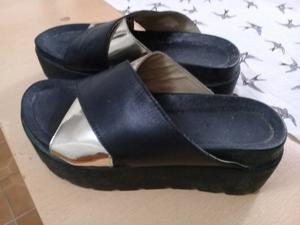 Sandalias negras y plateadas. Número 37