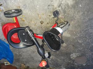 Vendo triciclo exelente estado