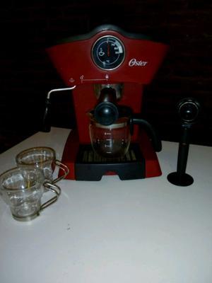 Cafetera Oster express con tazas