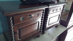 Antiguas mesas de luz de estilo colonial