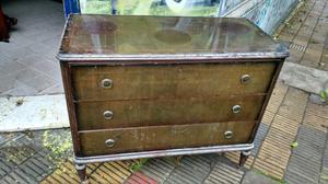antigua cómoda estilo inglés de cedro