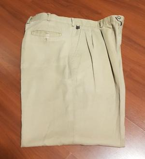 Pantalon hombre gabardina liviana Lacoste. Usado