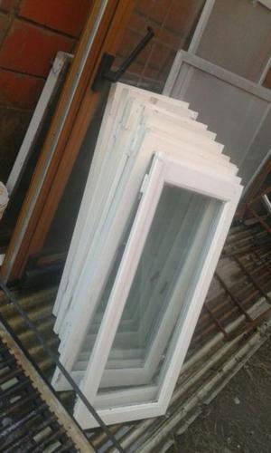 Vendo 9 hoja de Madera para ventanas con vidrios y herrajes