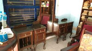 Antiguo juego de tocador y mesas de luz chippendale en