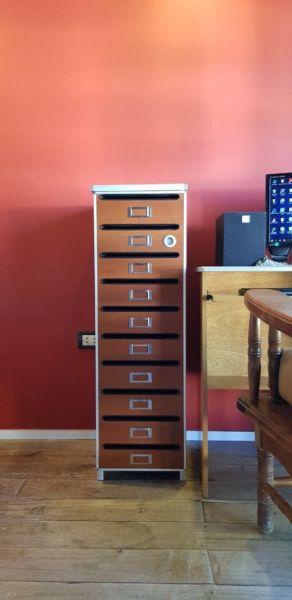 Muebles de oficina. Archivero