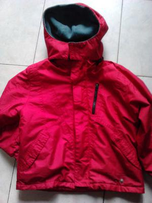 VENDO CAMPERA DE ABRIGO E IMPERMEABLE CON CAPUCHA, COLOR