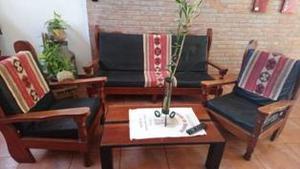 Vendo Juego de sillones rusticos mesa ratona