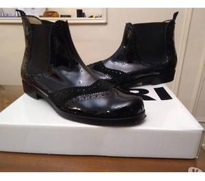 Botas de charol negro No. 40 NUEVAS