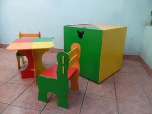 Juego de mesa y sillas con baul de niños