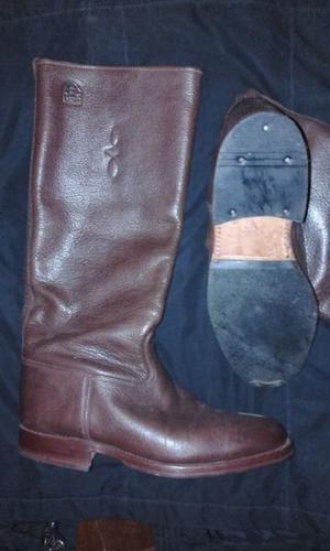 Finas botas de cuero, núm 44, color marrón. Ideales para