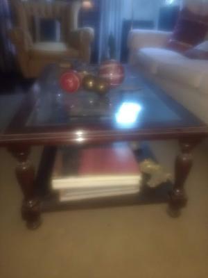 Mesa de madera maciza con vidrio