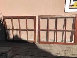 Vendo ventana de madera corrediza con vidrios repartidos.