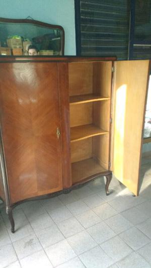 antiguo mueble de cedro impecable