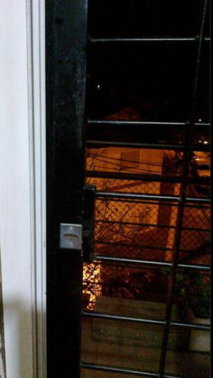 Reja de seguridad para ventana balcón de doble hoja. Hierro