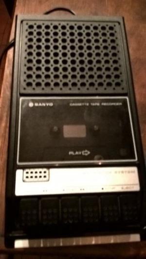 antiguo grabador y reproductor de casete Sanyo