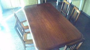 2.- Juego de mesa de madera con 6 sillas alemanas.