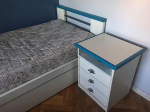 Cama 1 plaza y 1/2 con cama carro + 2 colchones + mesa de