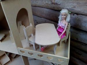 Casita de muñecas con balcón y muebles (NUEVA)