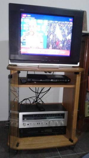 Vendo TV TCL 21 pulgadas y mesa para video. En uso