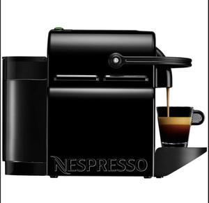 Vendo cafetera nespresso inissia nueva + juego de tazas !!!!