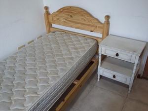 vendo cama, colchon y mesa de luz.
