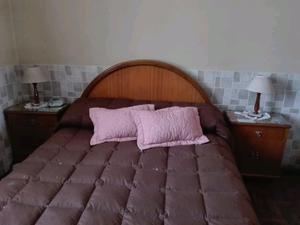 Cama, mesas de luz y mueble de 8 cajones