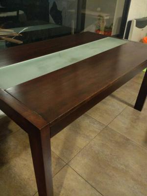 Mesa de madera y vidrio